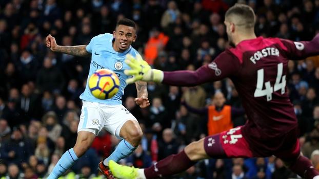 Dono do jogo, Forster faz de tudo, fecha o gol e evita goleada do City; VEJA a partida do goleiro