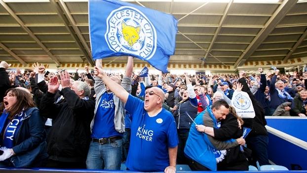 ESPN infiltra câmera no meio da torcida do Leicester; veja o repertório de músicas