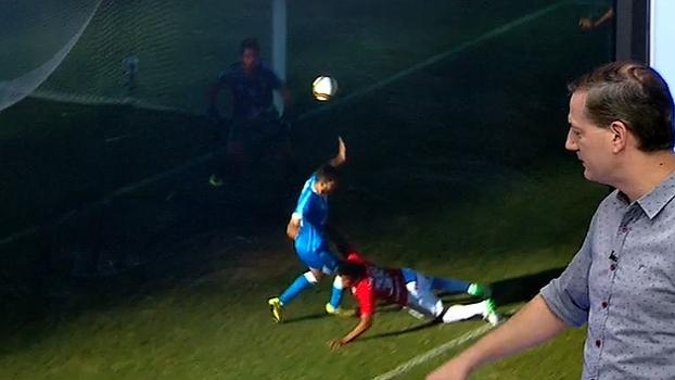 Sálvio aponta pênalti em Brenner contra o Novo Hamburgo: 'O jogador é agarrado'