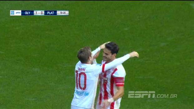 Apesar de lindo gol do Platanis, Olympiakos massacra dentro de casa e goleia; VEJA os gols