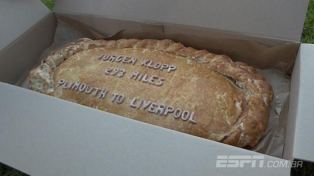 Patrocinador do Plymouth faz empanada gigantesca em homenagem a Jurgen Klopp