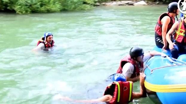 Elenco do PSG se diverte em rafting na Áustria e técnico recém-chegado acaba na água