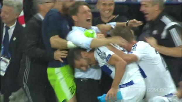Como se fosse um título, jogadores de Luxemburgo comemoram empate contra a França