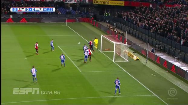 Goleiro do Heerenveen faz defesa inacreditável, e seu time empata com o Feyenoord em bonitos gols