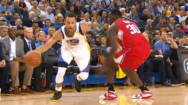 Curry entorta marcador, vai para a bandeja e faz Everaldo Marques dizer: 'Você é ridículo!'