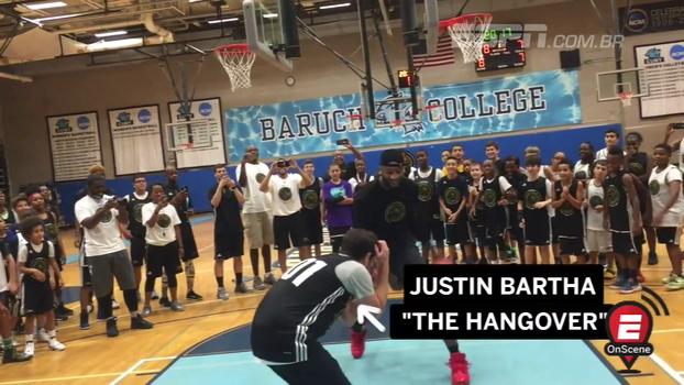 Pivô dos Pistons disputa partida de basquete contra ator de 'Se Beber Não Case'; veja