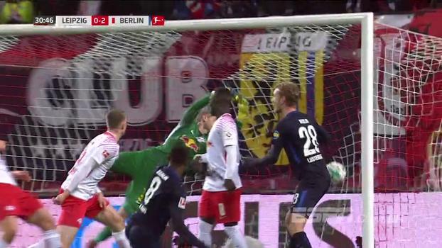 Com um jogador a mais e em casa, Leipzig perde chance de assumir o 2º lugar e é derrotado pelo Hertha