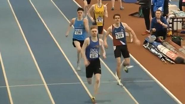 Em evento de atletismo, líder de prova é atingido por corda de outra modalidade e fica sem a vitória