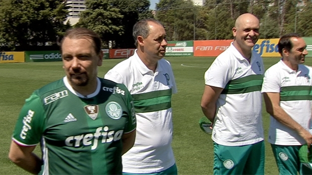 Boleragem e estilo! Alê Oliveira bate-bola sob o comando de craques do Palmeiras