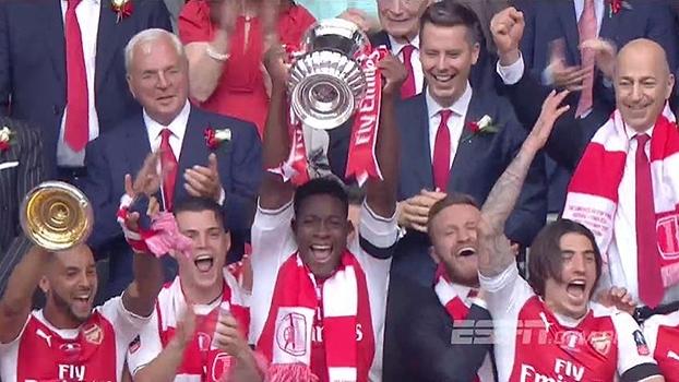É CAMPEÃO! Veja os jogadores do Arsenal comemorando o título da Copa da Inglaterra