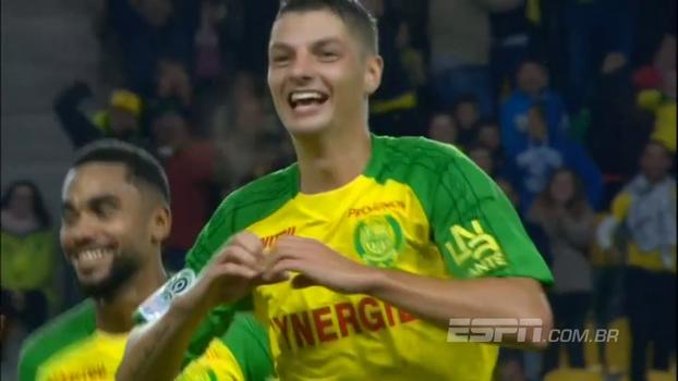 Andrei Girotto, ex-Palmeiras e ex-Chape, marca golaço na França e deixa o narrador louco