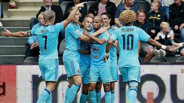 Kuyt dá assistência, Feyenoord vence o Heracles e segue 100% no Holandês