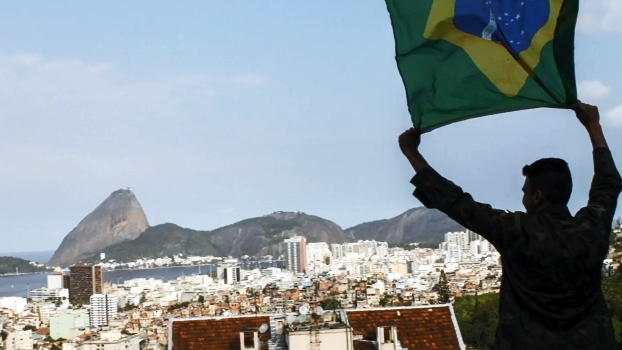 Olimpíada no caminho e câmera na mão: fotógrafo inglês leva projeto para o Morro do Turano
