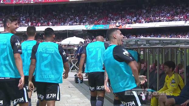 Após gol do Corinthians, Gabriel faz gesto obsceno para torcida do São Paulo