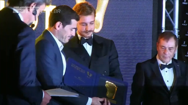 Casillas supera Messi e Cristiano Ronaldo e vence prêmio Golden Foot 2017