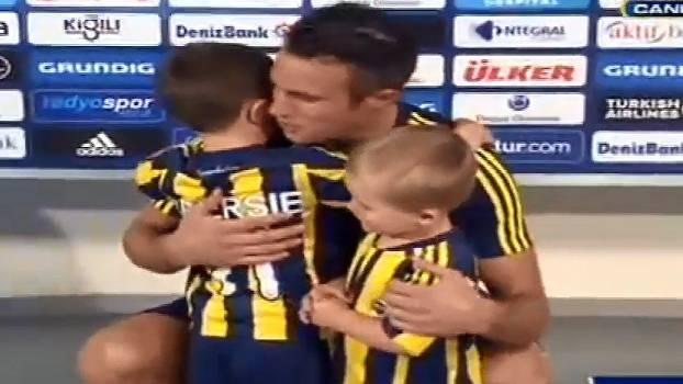 Fenerbahce une Van Persie e menino que chorou por saída do holandês do United