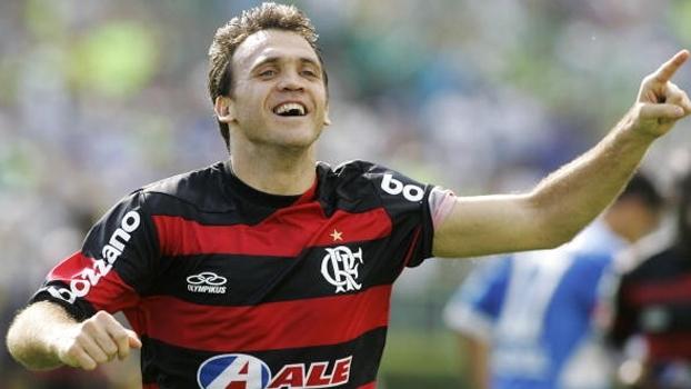 Com um gol olímpico e outro golaço, Petkovic deu show e Fla bateu Palmeiras no Parque Antártica em 2009