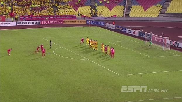 China sofre empate aos 48 em golaço de falta e está praticamente fora da Copa