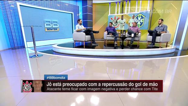 Comentaristas do BB Bom Dia analisam situação de Jô com Tite após polêmica com gol de mão
