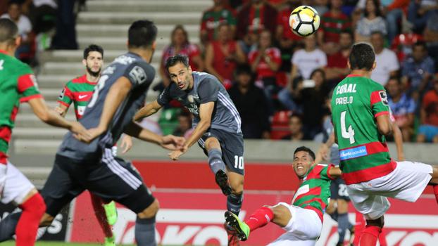 Jonas faz golaço, mas Benfica cede empate ao Marítimo pelo Português