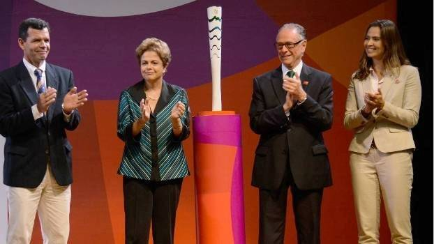 Com presença de Dilma, tocha olímpica para Rio 2016 é apresentada
