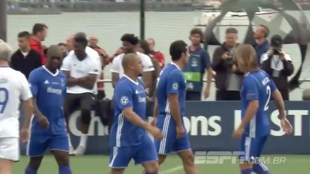 Em jogo das lendas antes da final da Champions, Figo pedala e faz golaço