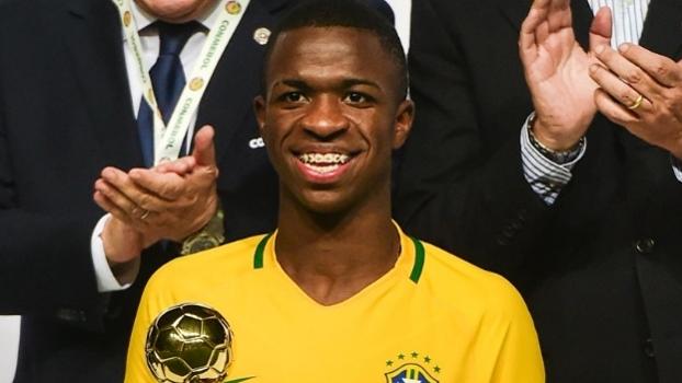Mauro destaca que Vinicius Júnior só pode ser vendido ao exterior em 2018 e fala sobre possível interferência de Neymar