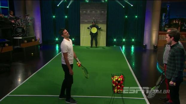 Longe das quadras, Djokovic se diverte em programa inglês e dá show de pontaria