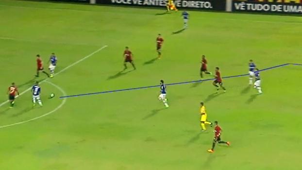 'Brasileirão ESPN' caminha junto com a bola durante o gol do Cruzeiro; veja a análise