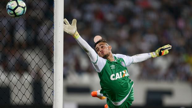Defesas, cobranças de falta e 'novo Ceni': conheça o goleiro de 22 anos que pode reforçar o São Paulo