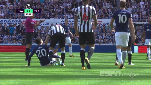 Dele Alli leva pisão proposital de jogador do Newcastle, que acaba expulso