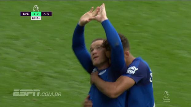Tempo real: GOLAÇO do Everton! Rooney bate colocado de fora da área e faz pintura para abrir o placar contra o Arsenal