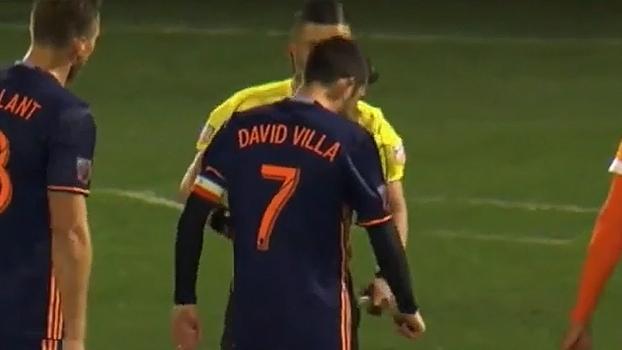Com auxílio eletrônico, David Villa é expulso de jogo nos EUA; veja