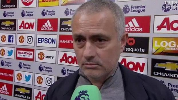 Mourinho volta a criticar arbitragem e repórter: 'Se você não conhece futebol, não deveria estar com microfone'