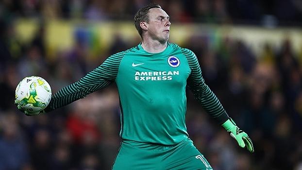 Goleiro do Brighton faz 2 gols contra em partida da segundona da Inglaterra