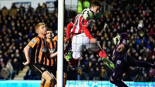 Senegalês faz gol de letra, mas Hull City cede empate e continua próximo da zona de rebaixamento