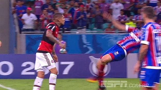 Lance bizarro! 'Bate Bola' se diverte com simulação de jogador do Bahia contra o Flamengo