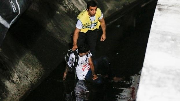 Torcedor do Vasco cai no fosso do Arruda antes de jogo pela Copa do Brasil 1e4cace9e738d