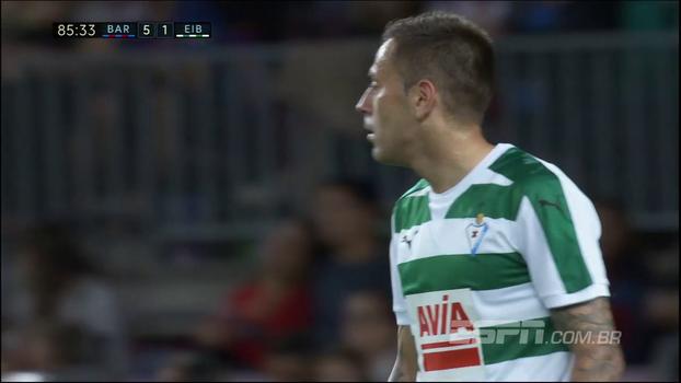 Rubén Peña bate cruzado e acerta a trave do Barcelona