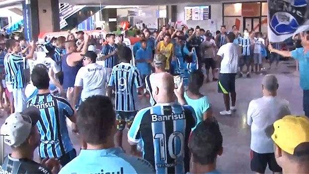 Bolaños é recebido com festa em Porto Alegre; veja as imagens