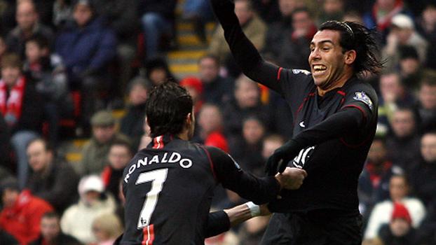 Tévez resolveu, e Manchester United bateu Liverpool fora de casa em 2007