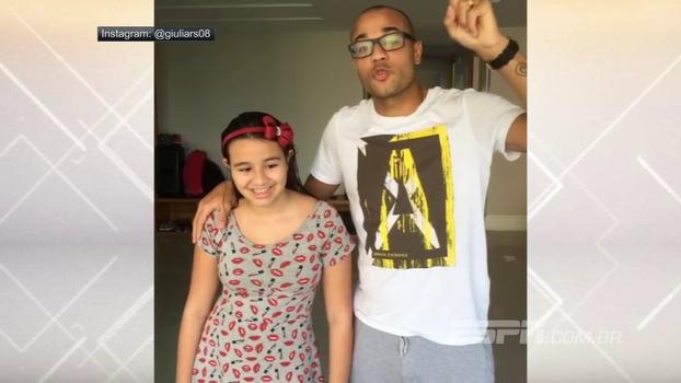 Em rede social, filha do Roger canta, atacante do Botafogo agradece carinho e comemora: 'Estou curado!'