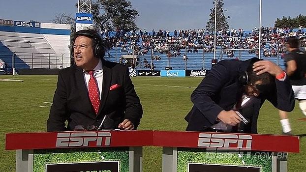 Comentarista da ESPN leva bolada em aquecimento antes de partida de rugby entre Argentina e Geórgia