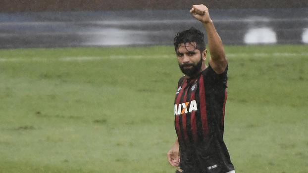 Brasileiro: Gol de Botafogo 0 x 1 Atlético-PR