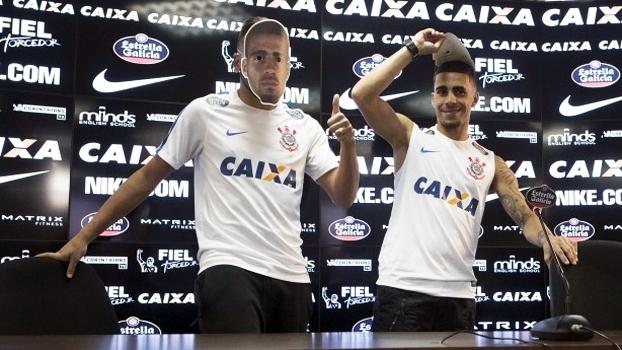 Dia seguinte à vitória no clássico tem máscaras, sorrisos e brincadeiras no Corinthians