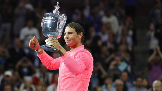 Rafael Nadal com o troféu do US Open 2017
