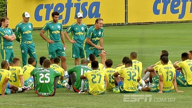 Após eliminação, Cuca tem longa conversa com elenco para manter o foco no Brasileiro