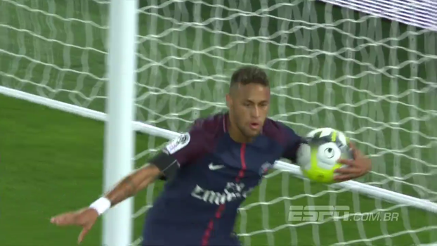 GOL DE NEYMAR! Ele cria a jogada, dá passe de calcanhar e corre para marcar no rebote o primeiro gol na casa nova; veja