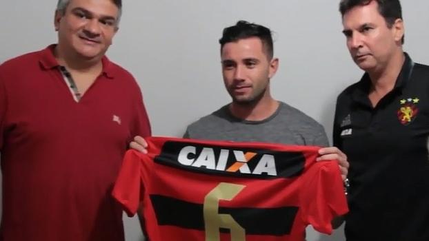Após 2016 no São Paulo, Eugenio Mena chega ao Sport; veja