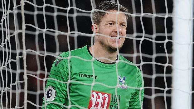 Só toma gol bonito! Goleiro do Crystal Palace sofreu golaço de Dele Alli, escorpião de Giroud e bicicleta de Carroll